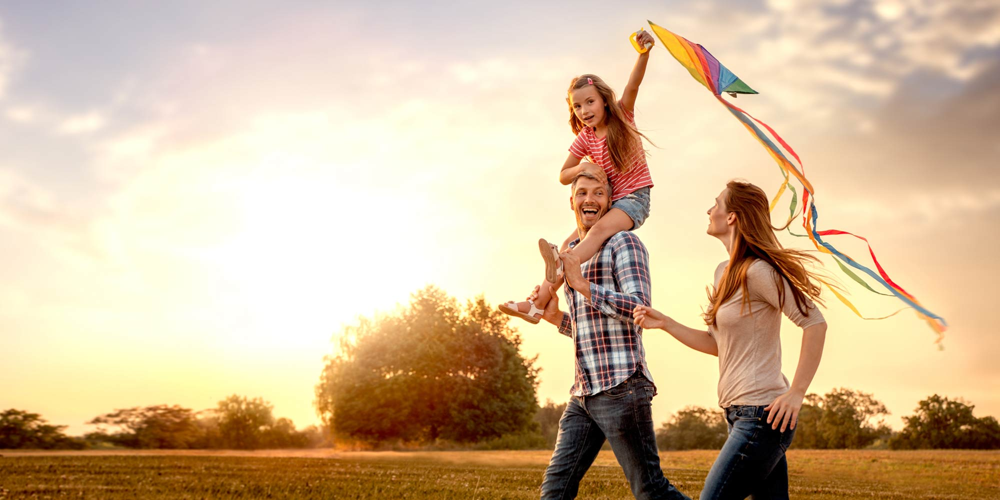 family-kid-with-kite